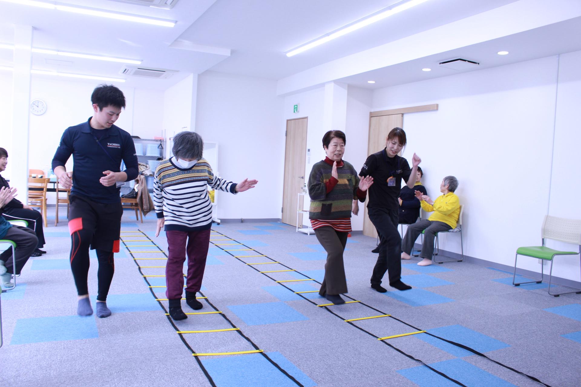 歩行トレーニング 認知症 ラダー デイサービス